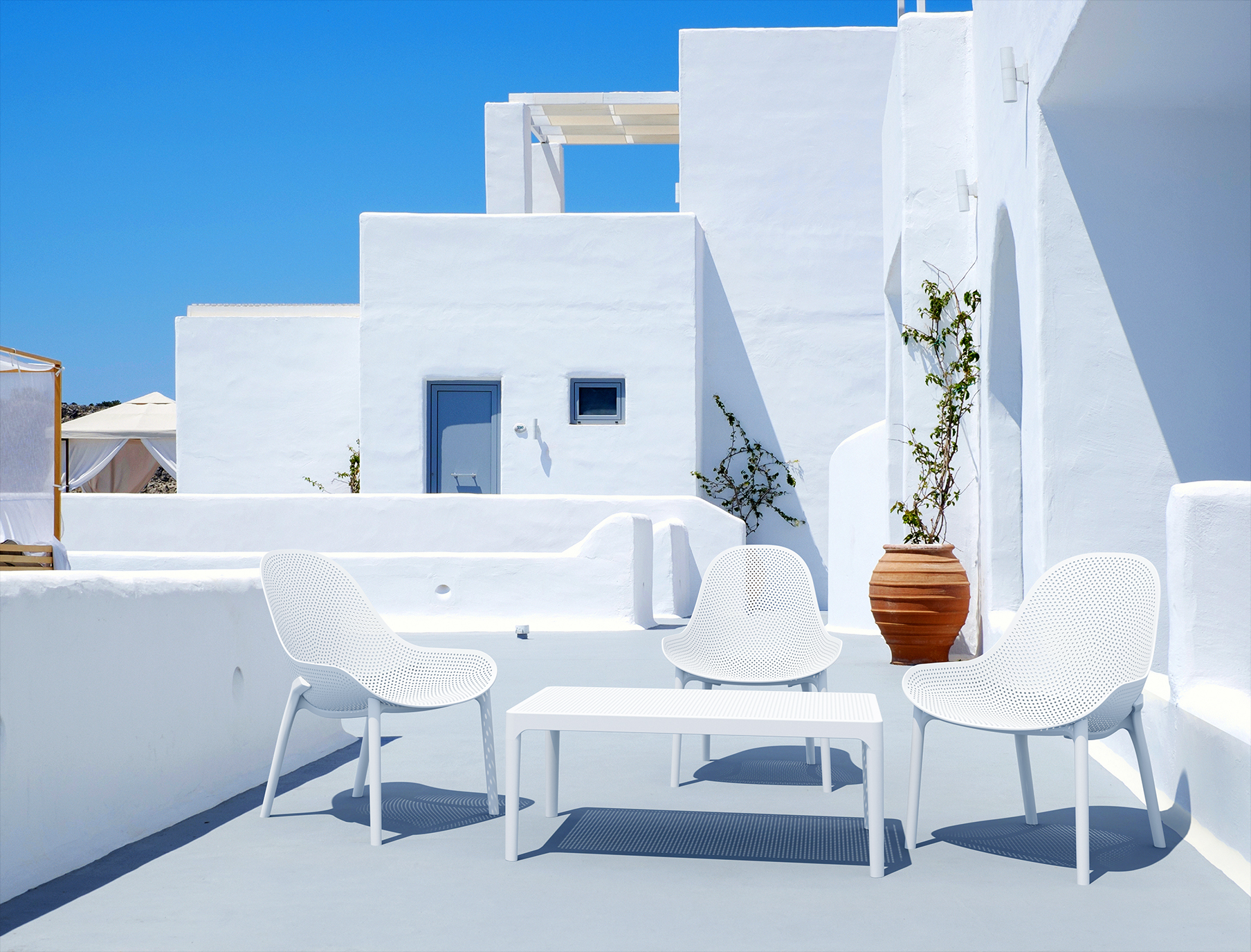 Sky Lounge Chairs and Lounge Table Setting